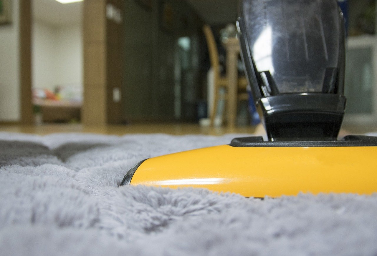 How to clean wool carpets, vacuuming